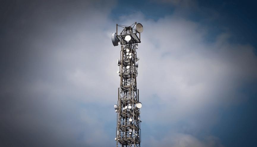 UK Sendemast via Pixabay https://pixabay.com/de/photos/funkturm-funk-antenne-antennenmast-1270871/